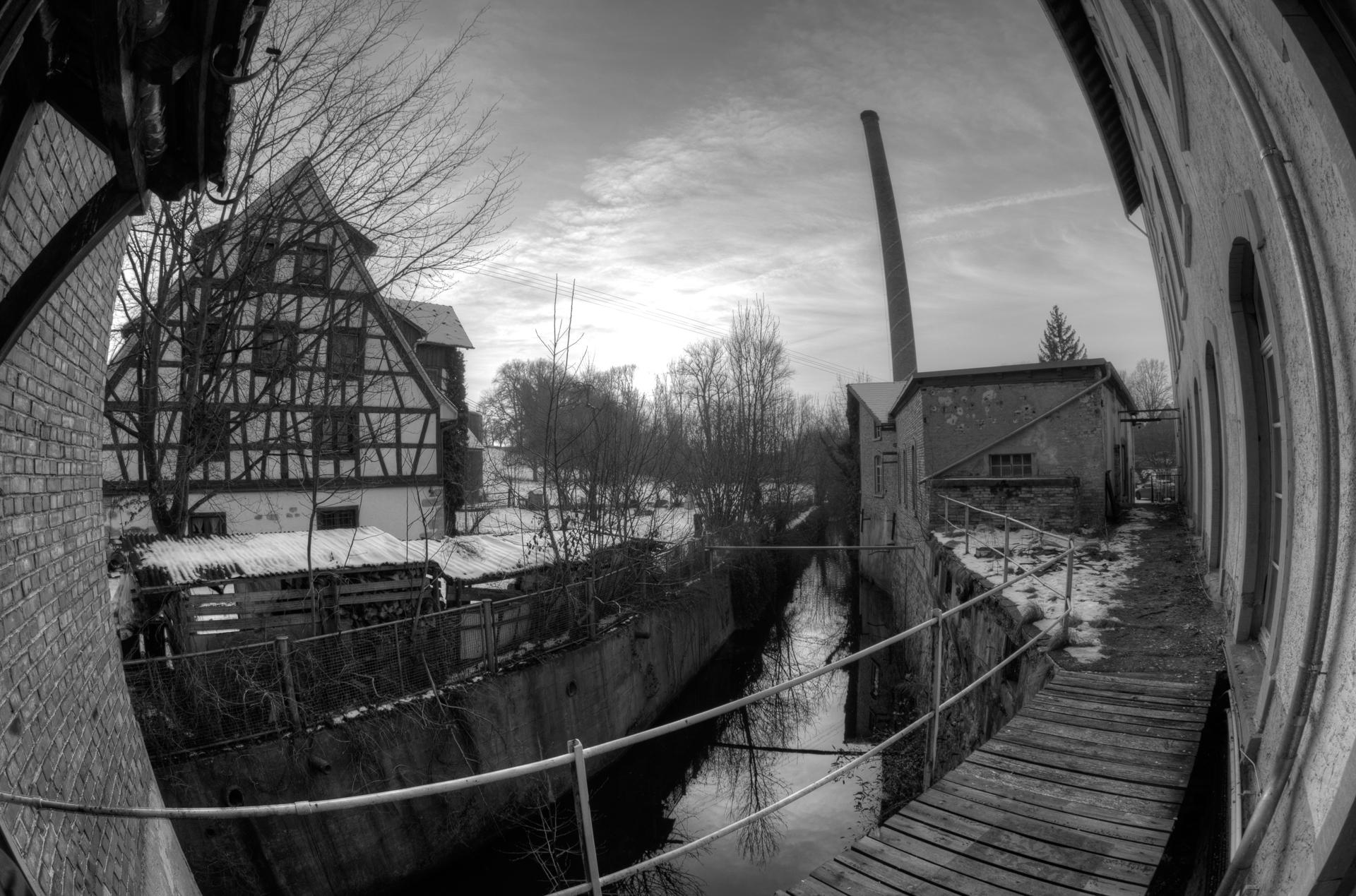 Blick auf Kanal und Kesselhaus