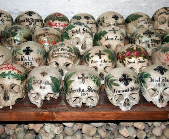 Beinhaus in der Michaelskapelle zu Hallstatt (Foto: Norbert Sand)