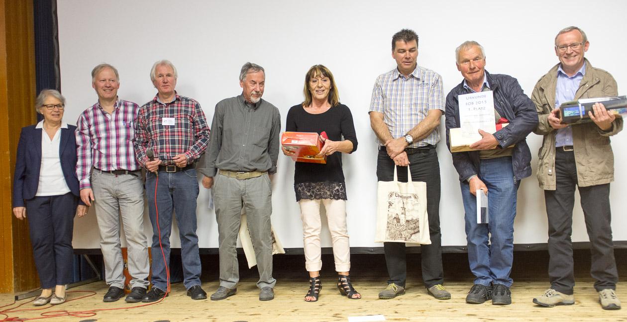 Die Juroren Ina Lauterwasser-Stielow und Holger Kleinstück, der erste Vorsitzende des Fotoclubs Überlingen Johannes Beller und die Sieger.