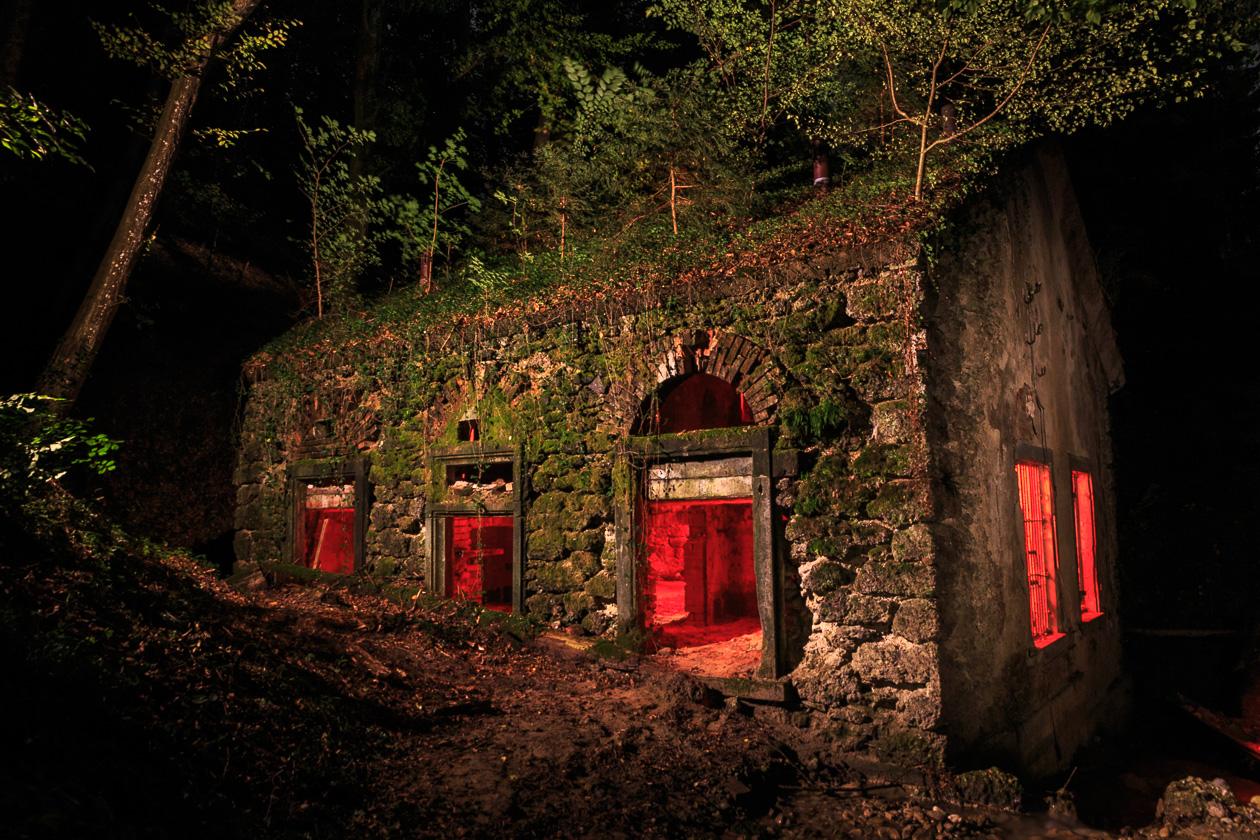 geheimnisvolles Haus im Wald